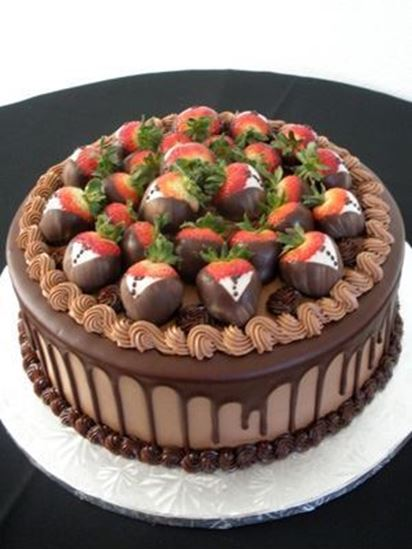 Picture of Tuxedo Strawberry Round Grooms Cake