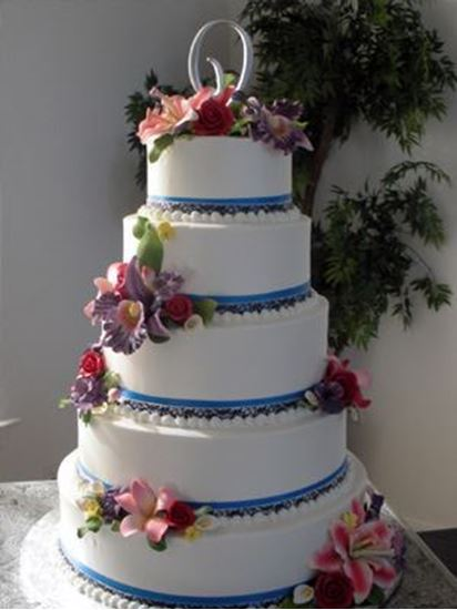 Picture of Sugar Flower & Ribbon Wedding Cake