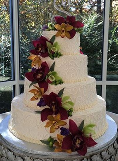 Picture of Fresh Flowers Scrolled Wedding Cake