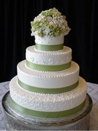 Picture of Ribbon & Sugar Flowers Wedding Cake