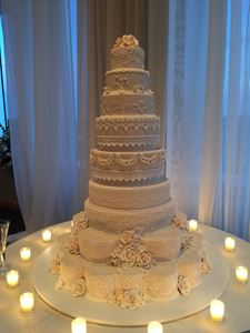 Picture of Texas Royalty Ivory & White Wedding Cake