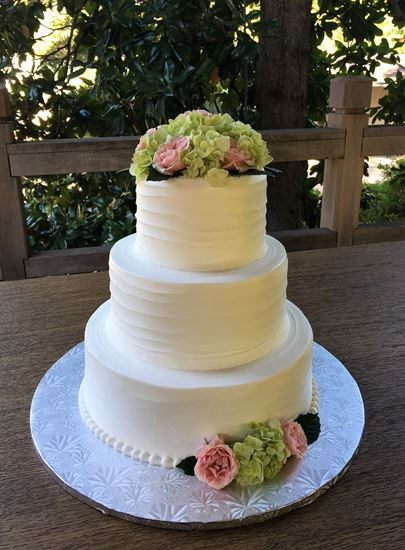 Picture of Horizontal Homestyle Wedding Cake