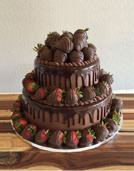 Picture of Grooms Cake with Chocolate Strawberries