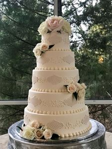 Picture of Appliques & Scrolled Wedding Cake