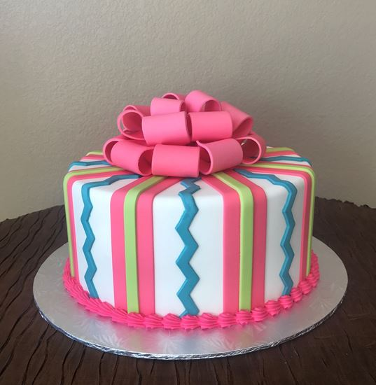 Picture of Zig Zag Striped Cake