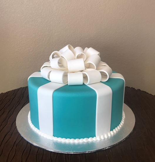 Picture of Tiffany Blue Box Cake