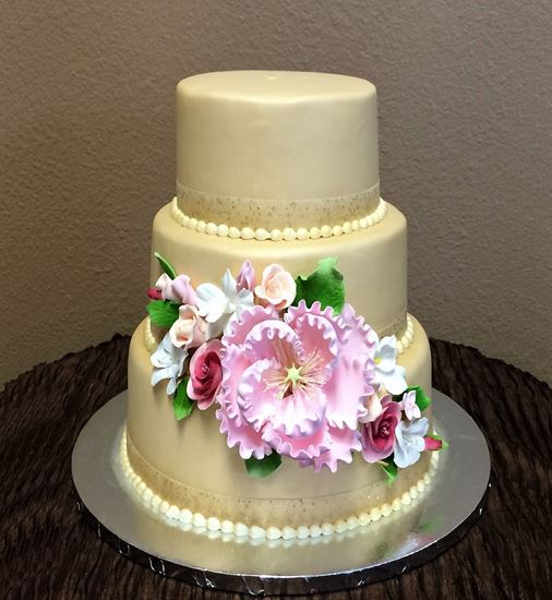 Picture of Champagne Gold Wedding Cake