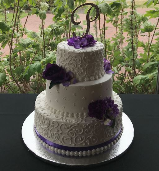 Picture of Standard Scrolled Wedding cake